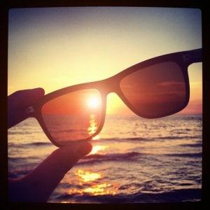 Sole e aria condizionata, i nemici degli occhi d'estate