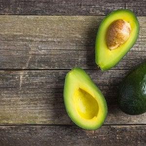 Avocado, vitamine e anti-ossidanti da spalmare sulla pelle
