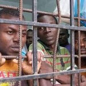 Libia, arrivano meno migranti che così finiscono nel lager di Sabha