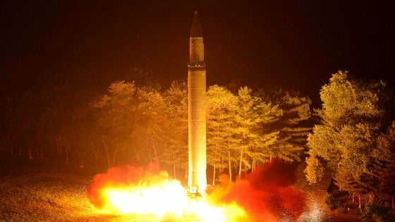 """Pyongyang: """"Pronto piano per colpire base Usa a Guam"""""""