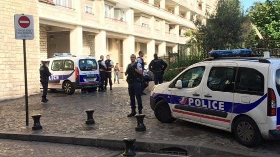 Francia, veicolo contro militari alle porte di Parigi: sei feriti. Arrestato un uomo