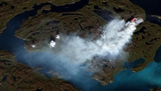 """Incendi, anche la Groenlandia brucia. Greenpeace : """"Fiamme a 150 km dal Circolo polare artico"""""""