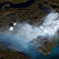 """Incendi, anche la Groenlandia brucia. Greenpeace : """"Fiamme a 150 km dal Circolo polare..."""
