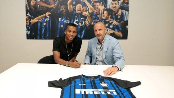 Inter, Dalbert ufficiale fino al 2022: ''Questo club è un gigante d'Europa''