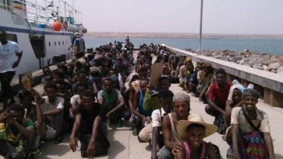 Onu, strage di migranti adolescenti gettati in mare davanti alle coste dello Yemen