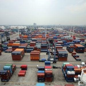 Commercio, rallenta l'export a giugno. Il surplus scende a 4,5 miliardi