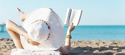 Book-therapy, come staccare  la spina sotto l'ombrellone  Dieci libri da portare in vacanza    di IRMA D'ARIA