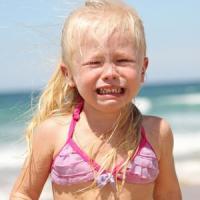 Bambini, perché il mare li rende nervosi. Potrebbe essere colpa dei genitori