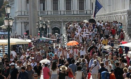 Da Barcellona a Venezia, quando il turista non è più il benvenuto