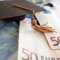 La laurea conviene, stipendi più alti e pensioni più ricche