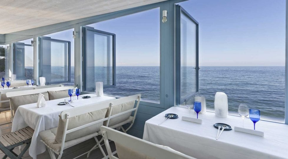 Più che vista mare:  i ristoranti dove mangiare praticamente in spiaggia