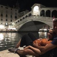Di Battista romantico su Instagram: sotto al Ponte di Rialto con Sahra incinta