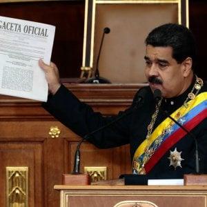 """Venezuela, Maduro sfida il mondo e Trump risponde: """"Non escludo opzione militare"""""""
