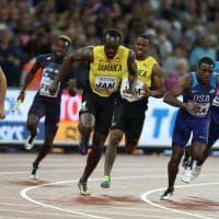 Atletica, il malinconico addio di Bolt: si infortuna nella staffetta. E Mo Farah perde dopo 6 anni