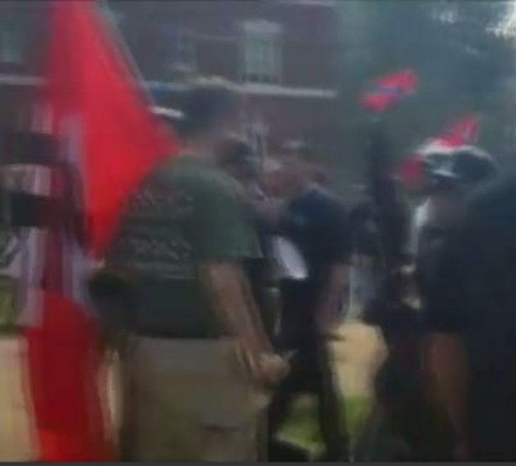 Charlottesville, bandiere e vessilli nazisti alla manifestazione dei suprematisti bianchi