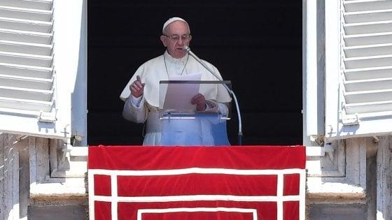 """Il Papa: """"Quando ci si aggrappa a oroscopi e cartomanti si va a fondo"""""""