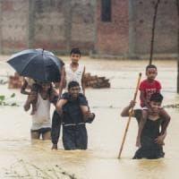 Inondazioni in Nepal, decine di vittime e 600 turisti bloccati. L'appello