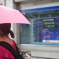 Le Borse recuperano dopo le tensioni. Rallenta la produzione industriale Ue