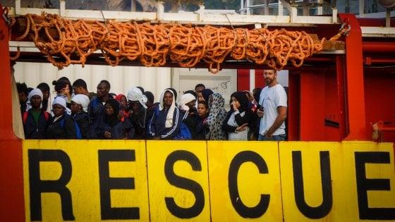 """Migranti, Ue: """"Se l'Italia farà richiesta pronti a valutare rafforzamento piano Triton"""""""