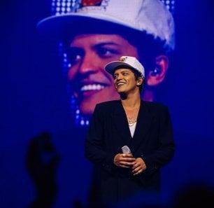 L'acqua della città di Flint è inquinata, Bruno Mars regala un milione di dollari