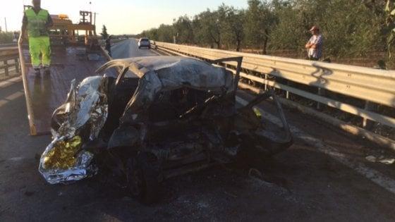 Trani, incidente sulla statale, l'auto prende fuoco: 3 morti carbonizzati