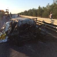 Trani, ubriaco alla guida travolge auto che prende fuoco: tre morti carbonizzati, due donne e un uomo