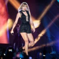 """Condannato il dj per molestie sessuali a Taylor Swift: """"Spero che il verdetto incoraggi a..."""