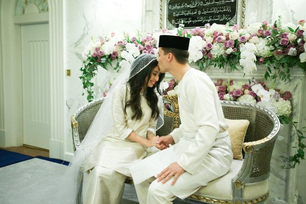 Malaysia, nozze da fiaba per la principessa e il calciatore