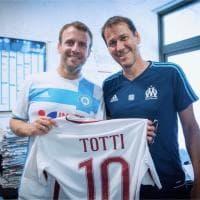 Marsiglia, Macron incontra Garcia: in regalo la maglia di Totti