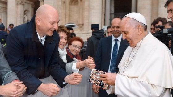"""Pedofilia, Papa Francesco chiede perdono: """"Una mostruosità assoluta"""""""