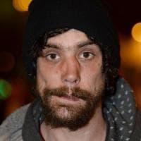 Attentato Manchester, da eroe per caso a presunto sciacallo. Sotto accusa uno degli homeless che soccorse i feriti