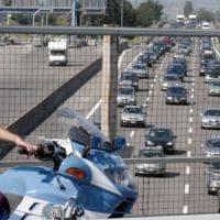 A14, pneumatico tir travolge auto: muore una ragazza di 31 anni