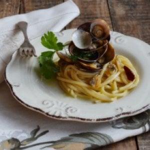 Non solo carne, alla griglia si cuociono anche gli spaghetti alle vongole