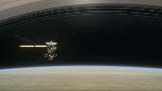 Saturno mai visto, le straordinarie immagini inviate da Cassini foto