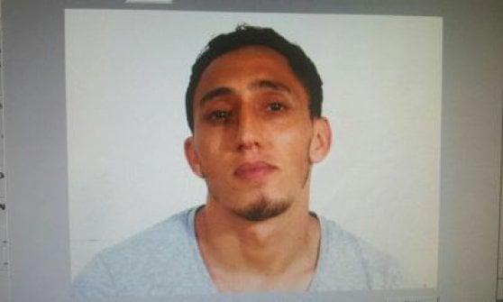 """Attentato a Barcellona, furgone sulla folla della Rambla. La polizia: """"Morti e feriti"""". Identificato uno dei terroristi"""