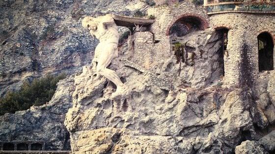 Monterosso, si staccano pezzi della Statua del Gigante