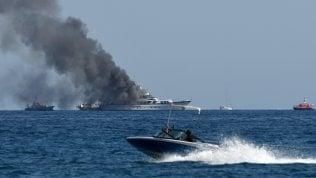 In fiamme lo yacht di 40 metri di Diana Bracco al largo di Nizza