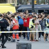 Attentato a Barcellona, furgone sulla Rambla: 13 vittime. Presi 2 terroristi,