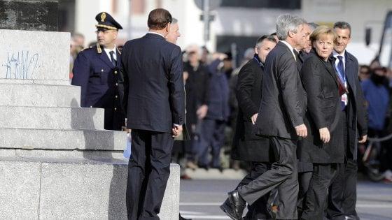 """""""Silvio, pensaci tu"""". Merkel e Berlusconi, l'asse anti-populisti"""
