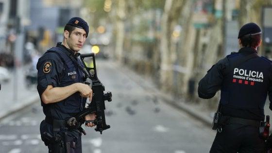 Barcellona, due italiani tra le vittime, tre feriti. Un piano unico con attentati esplosivi dietro gli attacchi