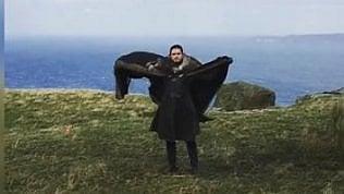 """Emilia Clarke su Instagram: """"Jon Snow vuole fare il drago"""""""