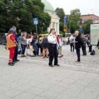 Turku, accoltella diverse persone al grido