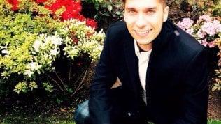 Luca, 25 anni, era in viaggio con la fidanzata: lei è ferita