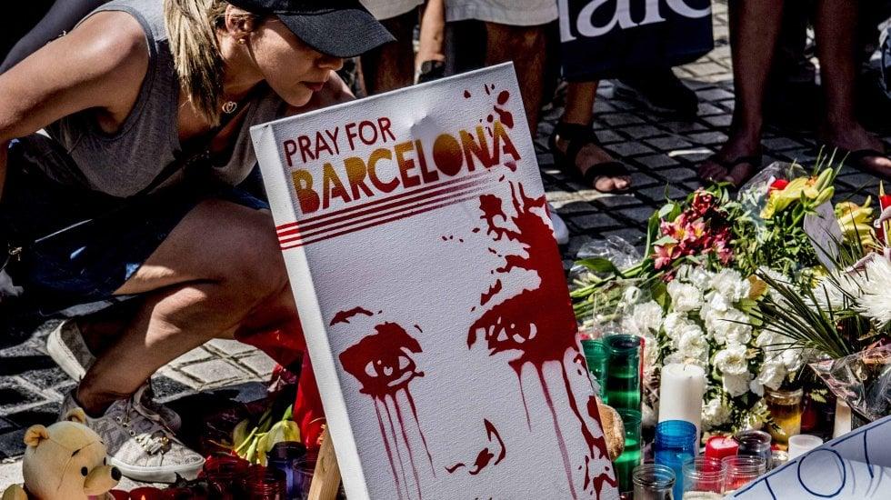 14 morti, due italiani · Video Il van sulla rambla· Ecco i nomi dei jihadisti. Uno era stato in Italia