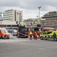 Finlandia, passanti accoltellati a Turku: le  immagini