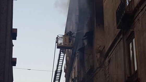 Cosenza brucia casa nel centro storico: muoiono tre persone rimaste intrappolate