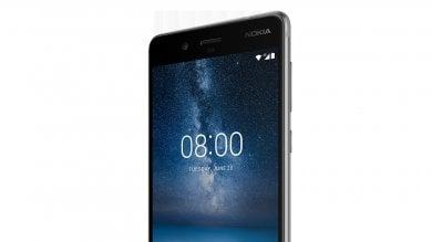 "Arriva il Nokia 8 e prova a far tendenza Basta selfie, ora si passa al  ""bothie"""