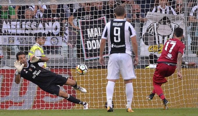 Il Var, Buffon e tanta Juve: tris al Cagliari