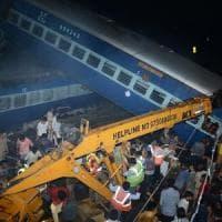 India, deraglia treno nell'Uttar Pradesh: almeno 23 morti e oltre 60 feriti