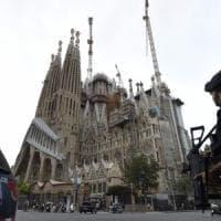 Barcellona, alla Sagrada Familia blindata centinaia in fila per la preghiera della Pace